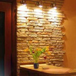 Декоративный камень на стене